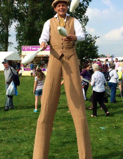 Tweed juggler