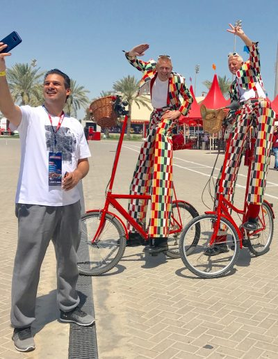selfie-at-Bahrain-gp-stilt-bike-performance-thomas-trilby-events-performer